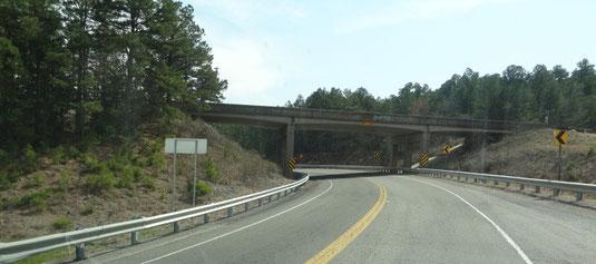"""Die Kreuzung mit """"unserem"""" Talimena Drive von 2011 - unserer Lieblingsstrecke auf der damaligen Überführung"""