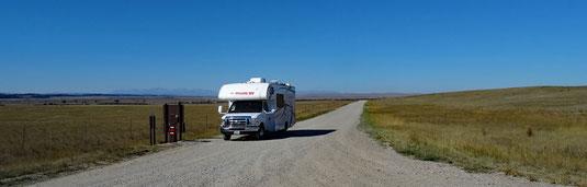 kurze problemlos zu befahrende Gravelroad zur Deadman's Basin Fishing Access Site