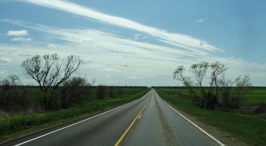 Wieder blauer Himmel in Sicht, auf der TX-34 zwischen Kaufman und Ennis