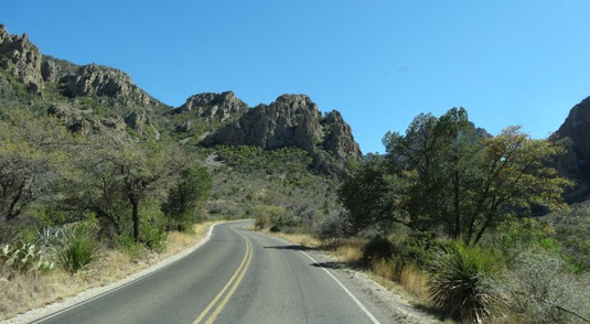 hinauf in das Chisos Basin