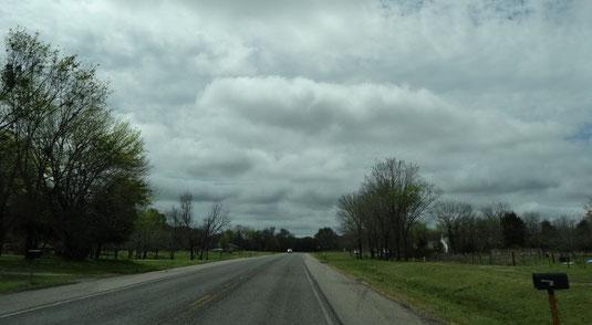 Dicke Wolken über der TX-19 kurz vor Emory