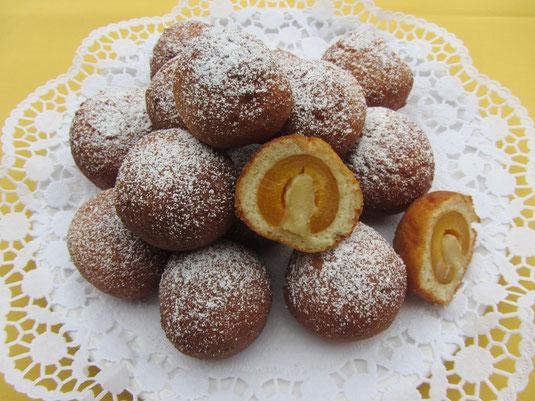 Leckeres Aprikosenrezept zur Aprikosenzeit: Köstliche Aprikosenkrapfen, gefüllt mit Marzipan