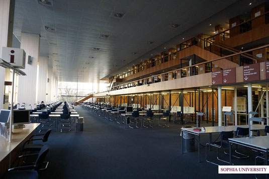 バイエルン州立図書館(閲覧室)。落ち着いて本を読める、お気に入りの場所です。