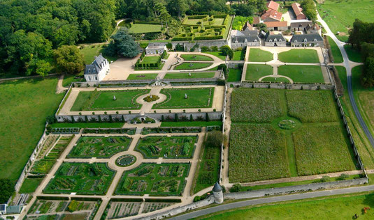 Le château de Valmer et ses jardins en terrasses.