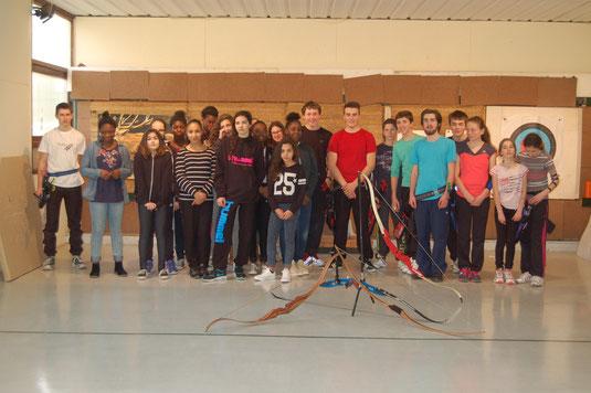 Stage jeunes 2 CD45 mars 2015 : rencontre avec les jeunes handballeuses fleuryssoises, utilisation des arcs droits et des arcs chasse.