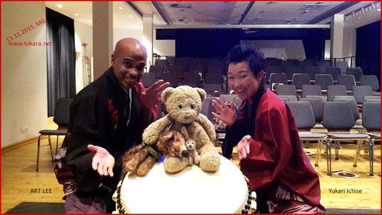 Kasimir, Cäsar und Fredi mit den Taiko-Trommlern Art Lee und Yukari Ichise von Tokara
