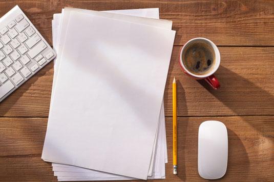 ピンクのダイヤル式電話。