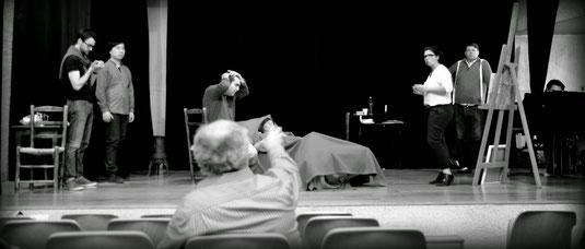 Répétition scénique des artistes au Théâtre des Maristes
