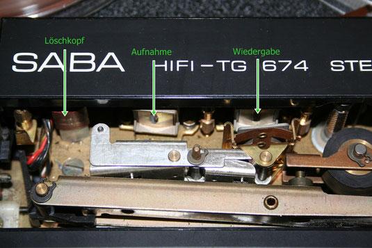 Das Band wird zunächst gelöscht (Löschkopf), neu bespielt (Aufnahmekopf) und direkt abgehört (Wiedergabekopf)