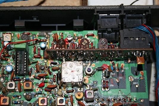 Die Universum-Stereoanlage mit defektem Radioteil ohne UKW-Empfang ...