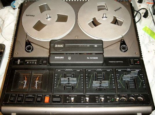Das Tonbandgerät N 4420 von Philips