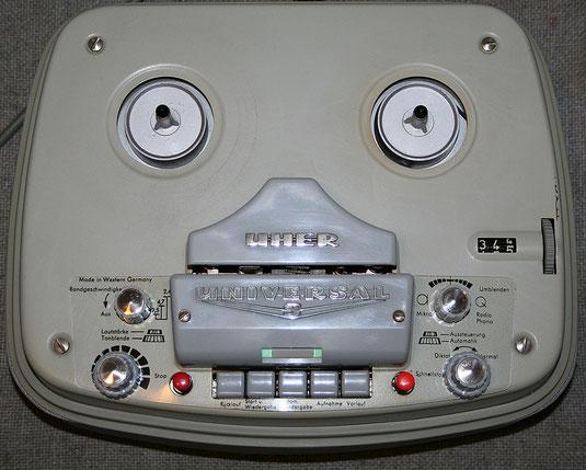 Uher Universal S Tonbandgerät mit Röhren