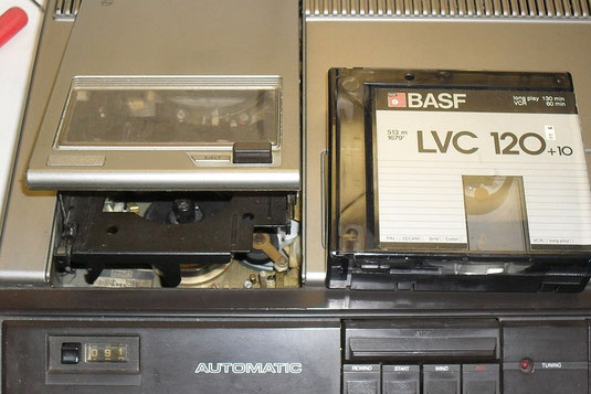 N1700 mit VCR-Videokassette