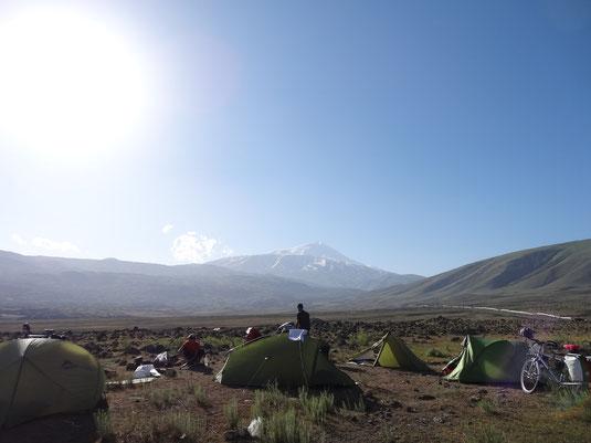 Campement au pied du mont Ararat