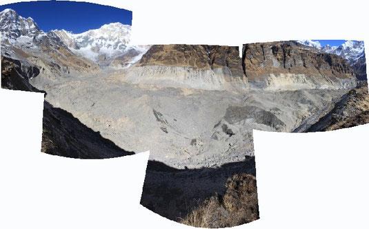 L'immense trou béant laissé par le glacier des Annapurna