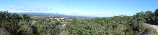 Au bout du chemin, l'Ardèche est là. Parmi les clochers, celui de Lablachère