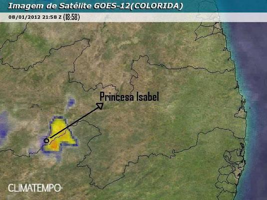 Imagem de satélite mostrando uma Cumulonimbus bem próxima à Princesa Isabel. Quanto mais próximo de vermelho (nesse caso é laranja) é a tempestade, mais forte ela é.