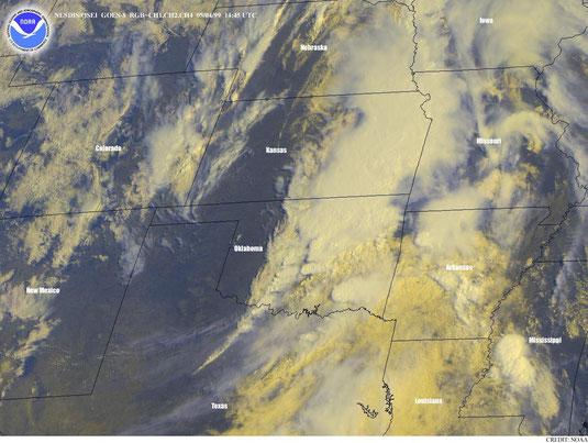Imagem de satélite mostrando a linha seca no dia seguinte (04/05/1999).
