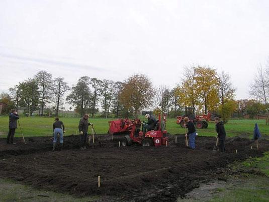 Hier entsteht in Gemeinschaftsarbeit ein Bauerngarten in Hemslingen