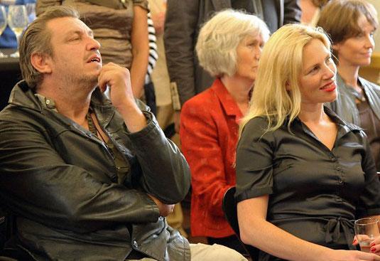 Exposant Scholte & echtgenote Lijsje listening tot poet Dideric at Nijenhuis/Fundatie in Heino 2011.