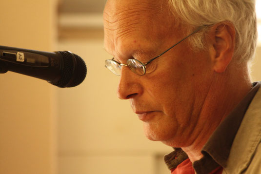 Edzard Dideric reading his poetry at Nijenhuis/Fundatie in Heino 2011.