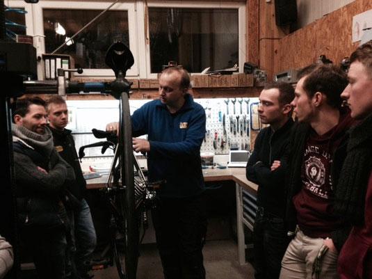 Fachkundige Einweisung der Fahrer in die DI2 durch Mechaniker Moritz - Danke dafür! :)