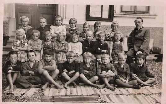 Klassenfoto mit Franz Wöss 1951
