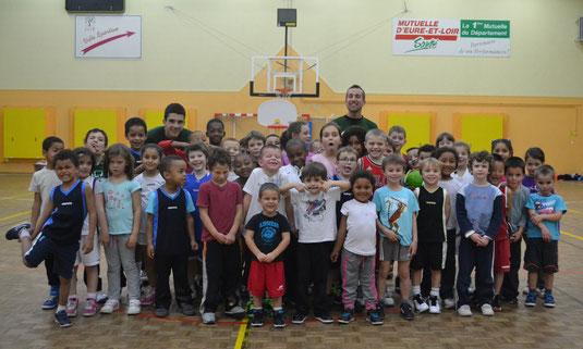 Bruno Quentin et les basketeurs de l'école