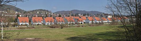 Fitze Dach AG Ansicht der Grossübauung in Glattfelden an der Glatt, wo Fitze Dach alle Dächer gedeckt hat