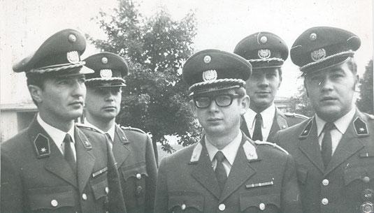 """Unser """"historisches Bild"""" in den NÖN, Kremser Zeitung, in dieser Woche: 1972 wurden diese fünf, frisch ausgemusterten  Leutnante der 3. Panzergrenadierbrigade zugeteilt. Foto: WaPA"""