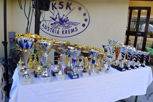 Ein großer Dank an die vielen Gönner für die Pokalspenden.