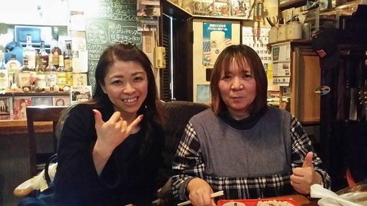 ウクレレサポート協会の山本社長と、画道師範のNaomiさん♪予定してたウクレレ関係の日程が全ておわり、一息^^Naomiさんはこれから別会場でイベントでした!!