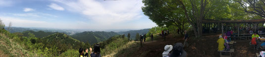 景信山頂上からの眺め