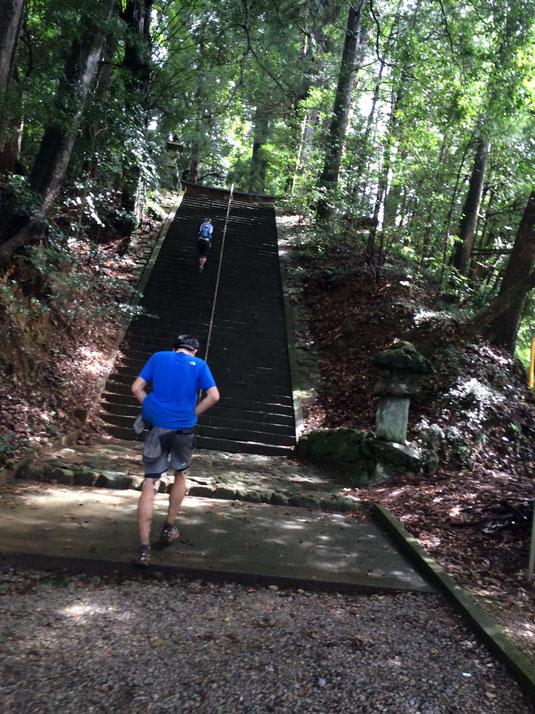 萩日吉神社の階段