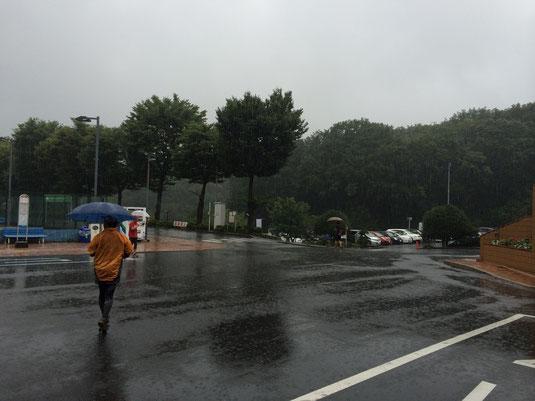 スタート時は雨。。。