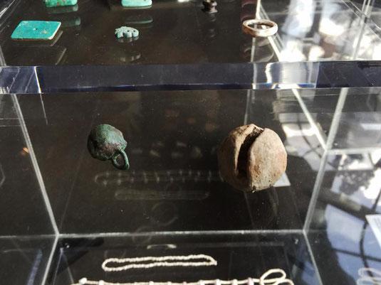 ▲この考古学室で唯一の金属由来の遺物。南アメリカから持ち込まれたものか。