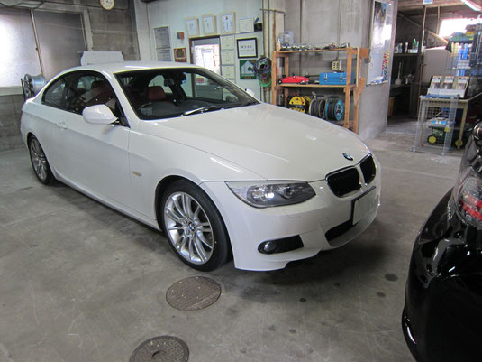 BMW M3クーペ 純正アルミホイール の ガリキズ・擦り傷のリペア(修理・修復・再生)前の車両全景写真