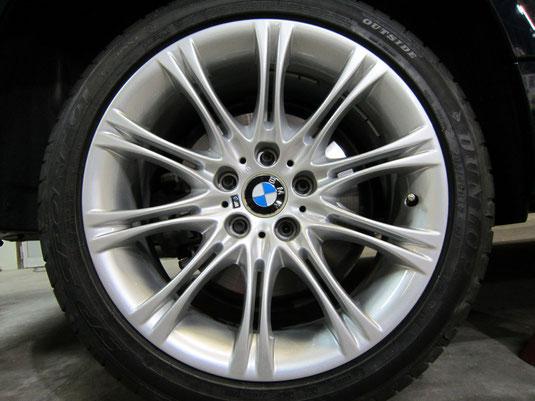 BMW525Mの純正シルバーアルミホイールの、ガリ傷・すりキズのリペア(修理・修復)