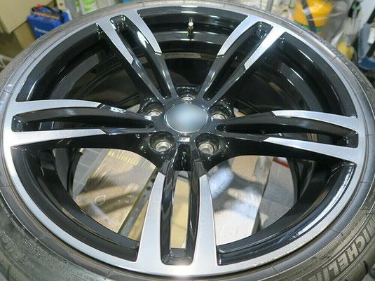 BMW M2 の純正アルミホイールの、ガリ傷・擦りキズのリペア(修理・修復)前の写真1