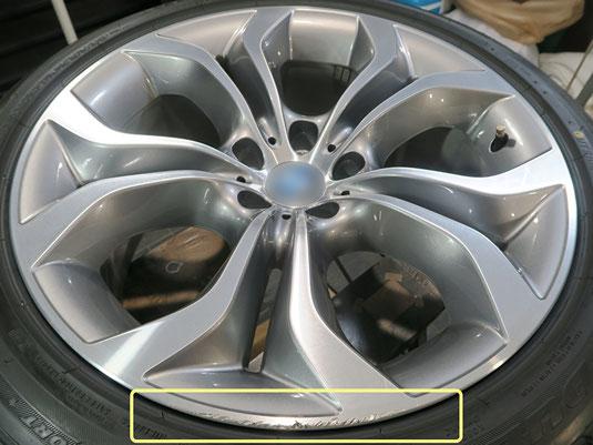 BMW X5 の純正アルミホイールの、ガリキズ・すり傷のリペア(修理・修復)前のホイールA