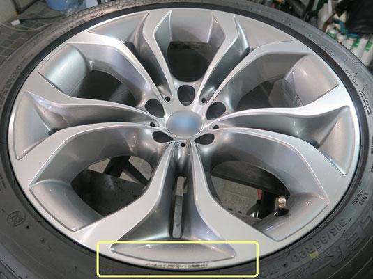 BMW X5 の純正アルミホイールの、ガリキズ・すり傷のリペア(修理・修復)前のホイールB