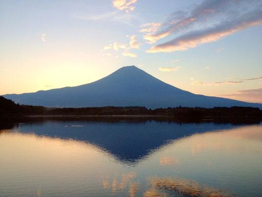 世界文化遺産 富士山の日の出前写真