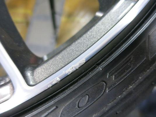 日産(nissan)ティアラ の アルミホイール(RAYS:レイズ)のガリキズ・擦り傷のリペア(修理・修復)前の傷アップ写真