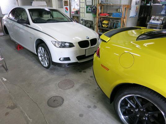 BMW335iカブリオレ純正アルミホイールのガリ傷・擦りキズのリペア(修理・修復)前、タイヤ取り外し時の車両全景写真