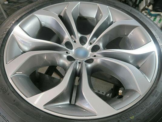 BMW X5 の純正アルミホイールの、ガリキズ・すり傷のリペア(修理・修復)後のホイールB