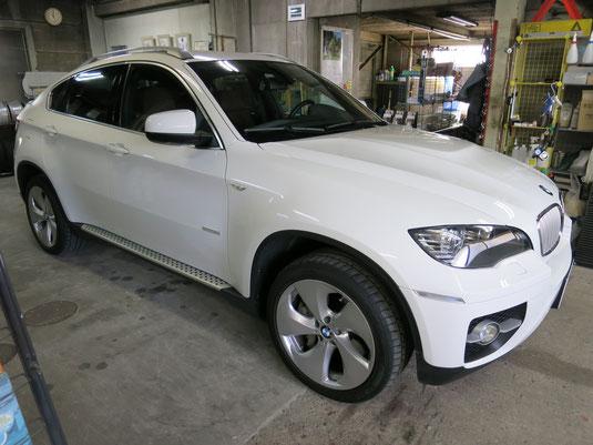 BMW X6 純正20インチ ハイパーシルバーホイールのガリキズ・すり傷のリペア(修理・修復・再生)後の車両全景写真