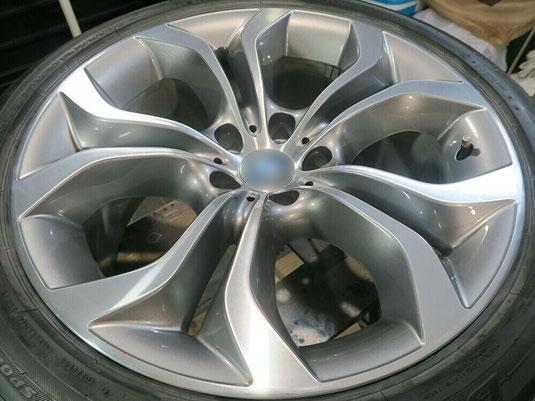 BMW X5 の純正アルミホイールの、ガリキズ・すり傷のリペア(修理・修復)後のホイールA