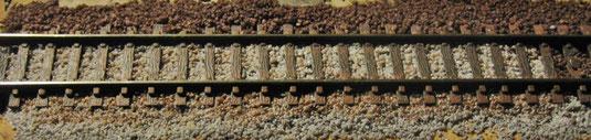 Peco Gleis code 55 Muster für Farbe und Schotter. Der Schotter ist Dekosand aus dem Baumarkt.