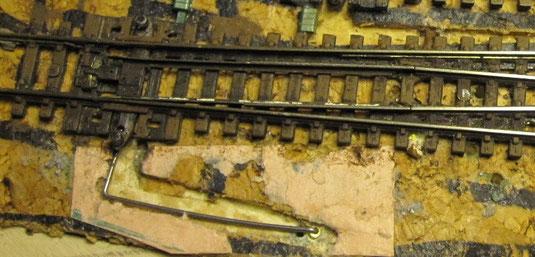 Hebelmechanik des Servoantriebes noch offen mit 1 mm Feederstahldraht, bewegt durch den Servo