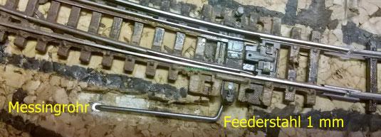 Peco Bogenweiche mit unterirdischem Servoantrieb und Herzstückpolarisation